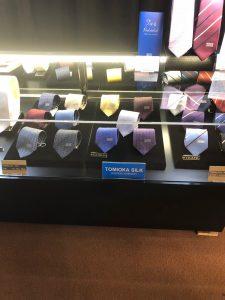 シルク商品の売店もあります。値段を見ての通り、かなりの高級品です。