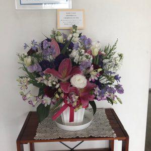 当社のHPの製作、メンテナンスでお世話になっている(株)ミニチュアスタジオ様よりお祝いのお花をいただきました。素晴らしいお花をありがとうございます。これからもどうぞよろしくお願いいたします。